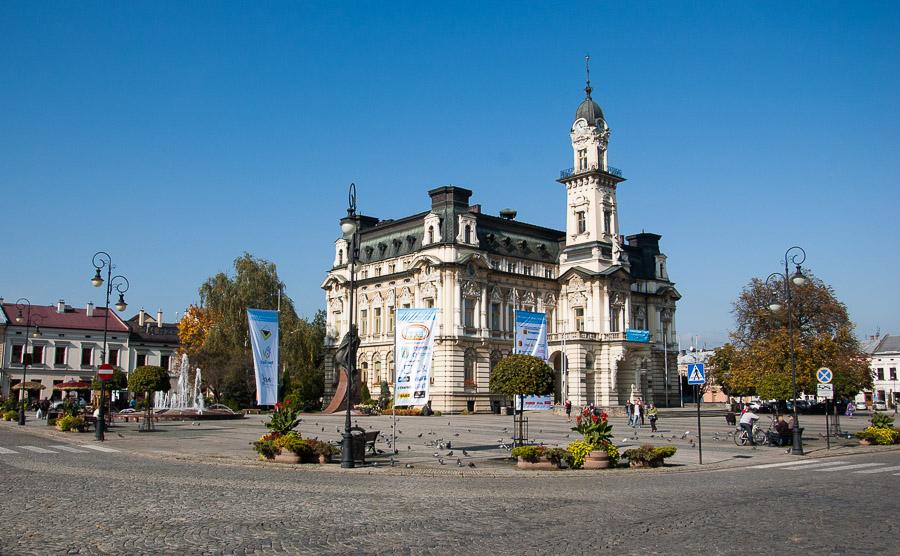 Sądecki rynek z Ratuszem  Centrum Informacji Turystycznej -> Kuchnie Kaflowe Nowy Sacz